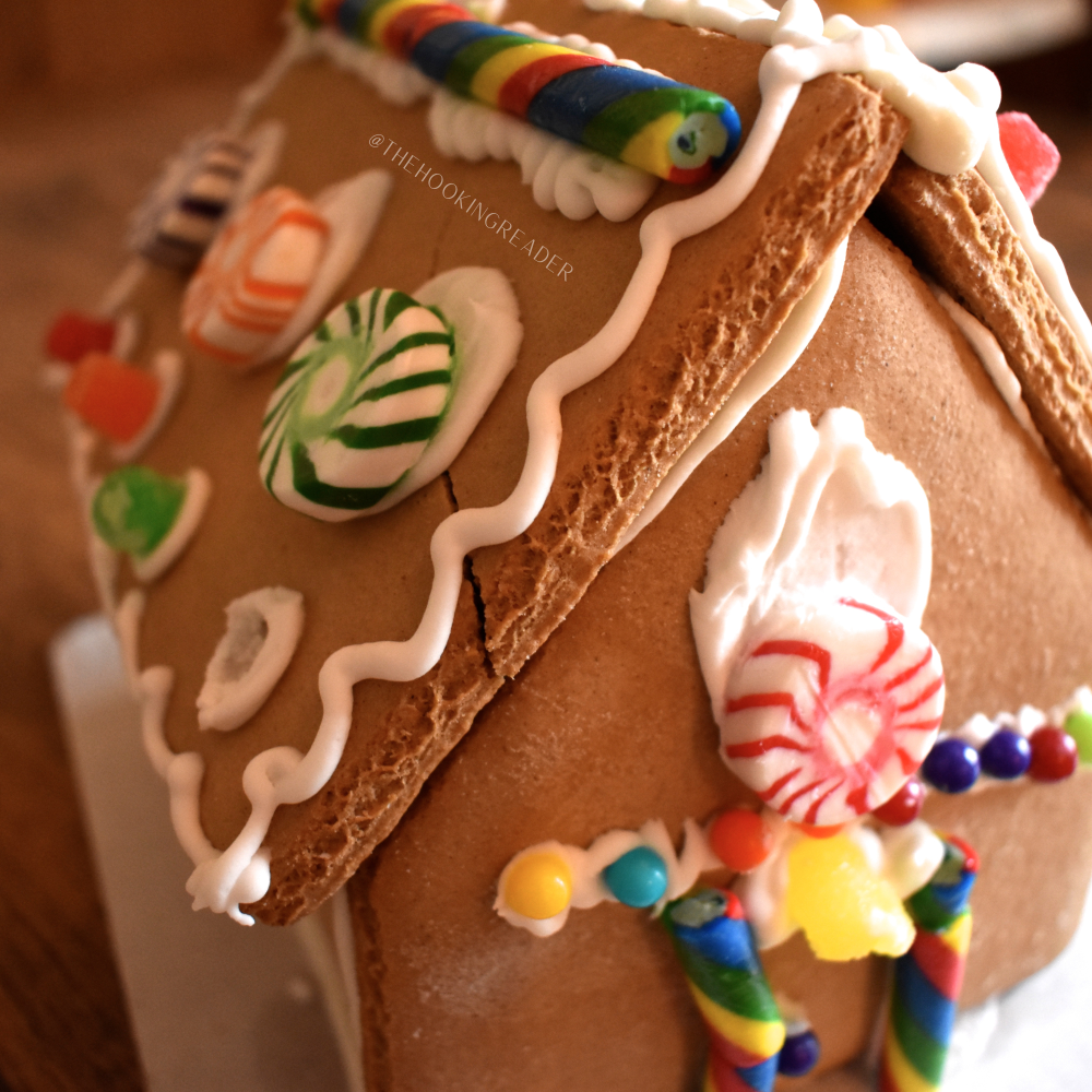 build a gingerbread house, holiday activities for kids, socially distanced christmas ideas