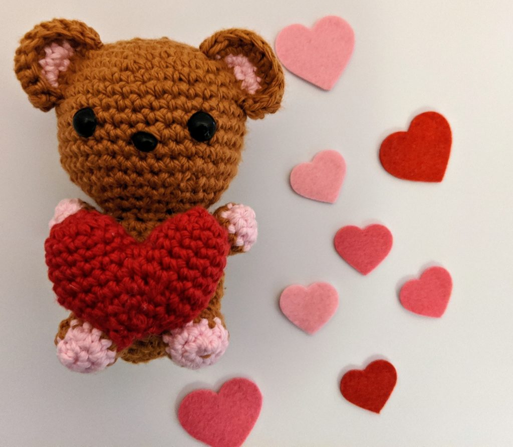 amigurumi bear and heart by lindsey crochets, valentine's day crochet patterns 2021